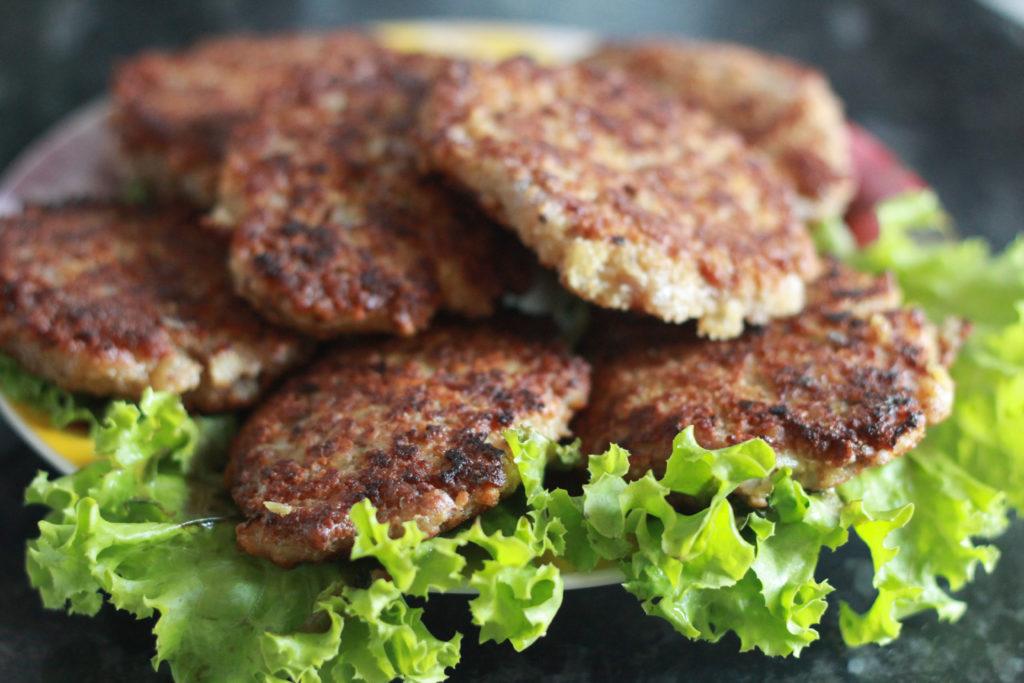 Вегетарианские котлеты для бургеров: рецепты из гречки, со вкусом мяса, рыбы